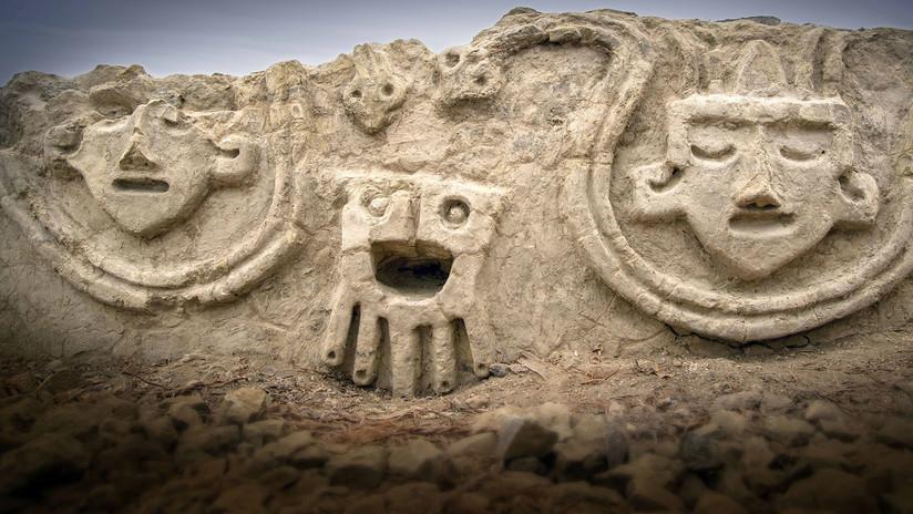 VIDEO: Hallan en Perú un mural con relieves de 3.800 años de antigüedad