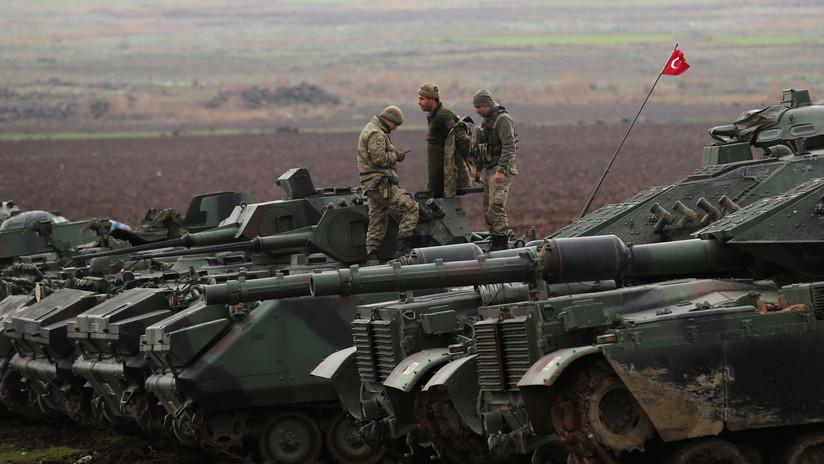 Reportan que Turquía envía tanques de combate hacia la frontera con Siria