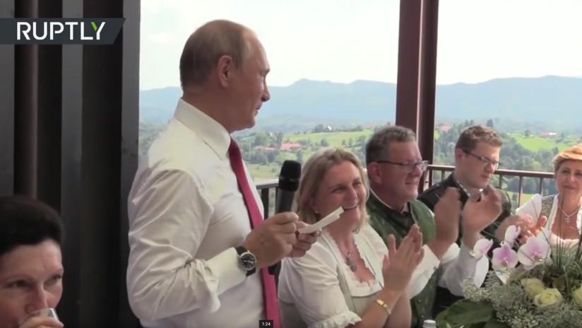 VIDEO: Putin baila con la novia y pronuncia un brindis en alemán en la boda de ministra austriaca
