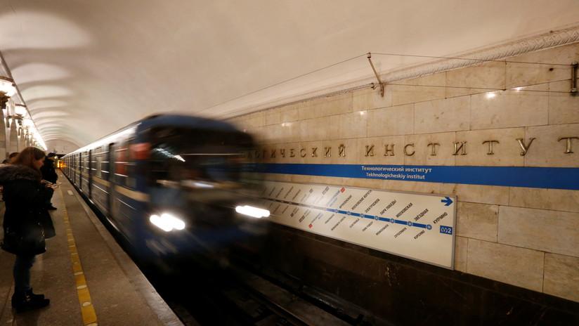 FOTO: Un hombre choca de cabeza contra un metro en marcha y sobrevive