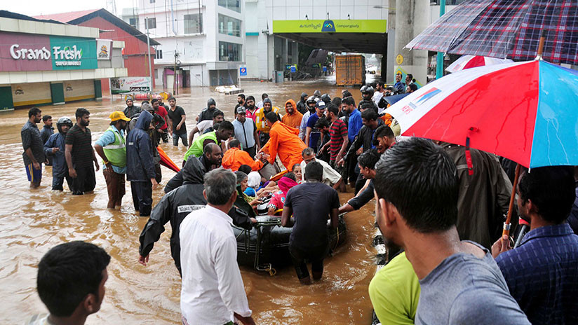 """La India: Más de un millón personas en campamentos de socorro tras """"la peor inundación en cien años"""""""