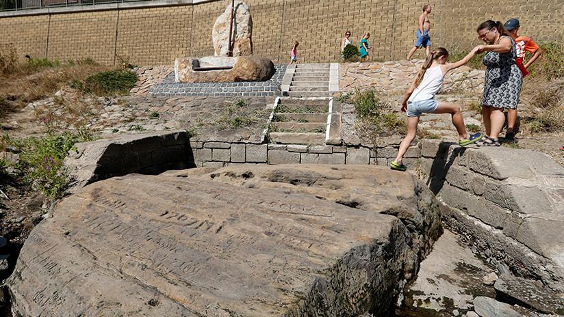 """""""Cuando me veas, llora"""": La sequía hace aflorar las antiguas 'piedras del hambre' en Europa Central"""