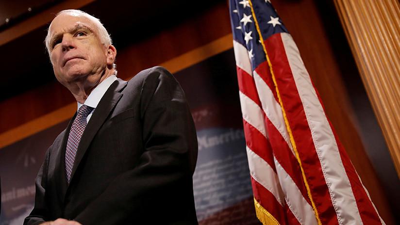 El senador John McCain decide suspender su tratamiento contra el cáncer
