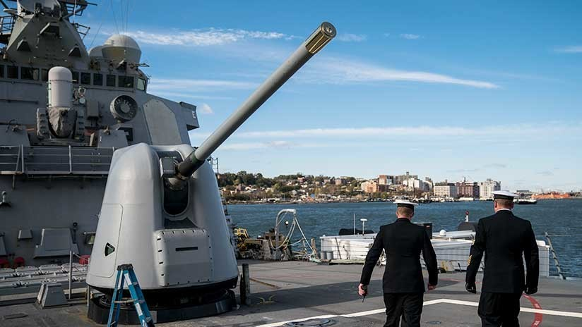 """""""EE.UU. envió al golfo Pérsico un buque y un bombardero para atacar Siria"""""""