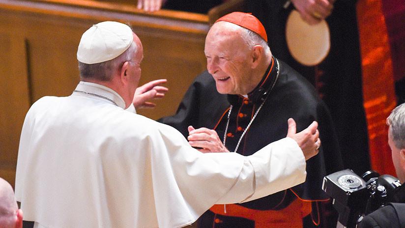 Acusan al papa Francisco de anular sanciones de Benedicto contra arzobispo acusado de abuso infantil