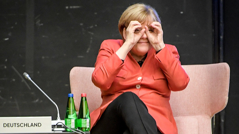 FOTO: Merkel 'vigila' a los militares rusos desde la frontera en Georgia