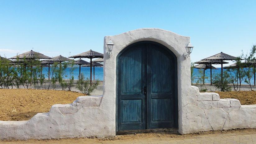 Una nueva ilusión óptica viral: ¿Es una playa o una puerta? (FOTO)