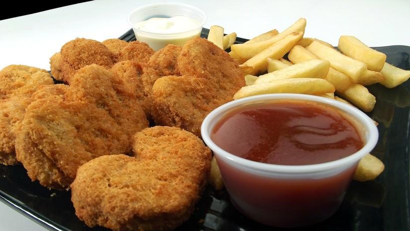 Un británico comió solo 'nuggets' y papas fritas durante 17 años por una extraña enfermedad