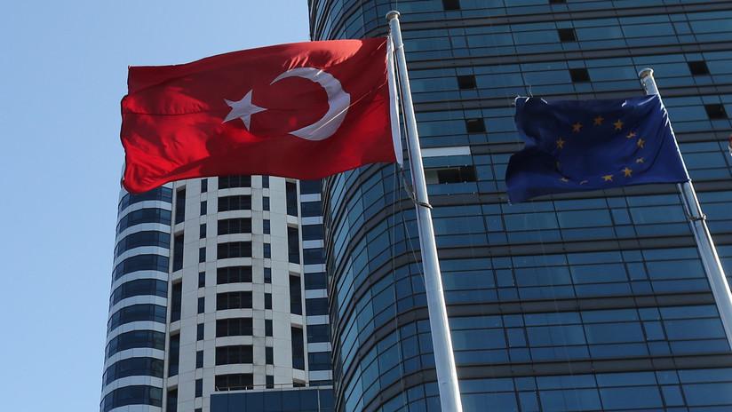 """WSJ: """"Alemania estudia proporcionar ayuda financiera a Turquía"""""""