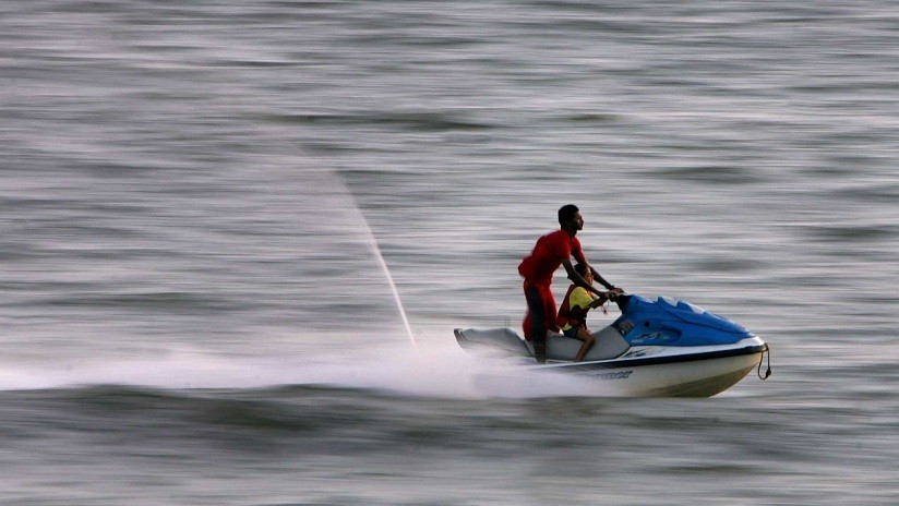 Moto acuática explota con pasajeros a bordo
