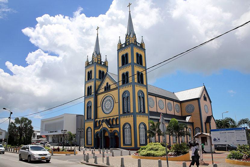 Mudanzas a  Surinam