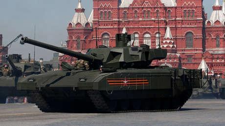 Tanques T-14 durante el desfile del Día de la Victoria, en la Plaza Roja, Moscú. 9 de mayo de 2016.