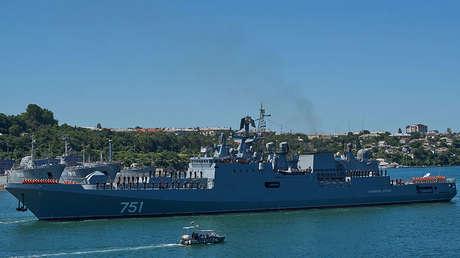 La fragata Admiral Essen en la base de Sebastopol, en Crimea, Rusia.