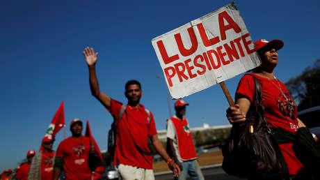 Partidarios de Lula durante una marcha en apoyo al expresidente brasileño en Brasilia, el 14 de agosto de 2018.