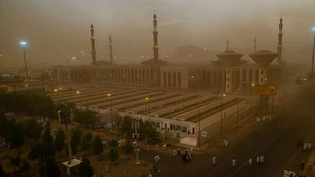 Una tormenta de arena se desata en medio de la peregrinación anual musulmana a La Meca, Arabia Saudita, el 19 de agosto de 2018.