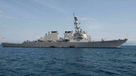 El destructor USS Donald Cook (DDG-75) cerca de la isla de Corfu, Grecia. el 21 de marzo de 2016