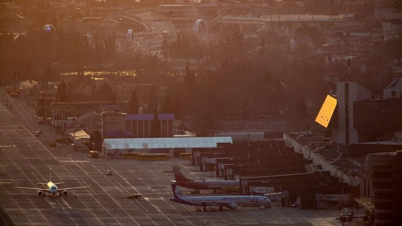 VIDEO, FOTOS: 18 heridos al incendiarse un avión tras aterrizar en Rusia