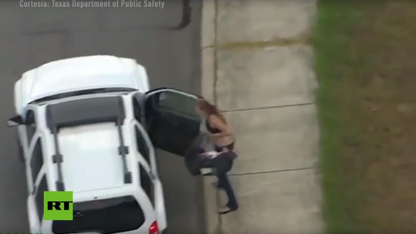 Mamá escapa de policía con bebé en Texas
