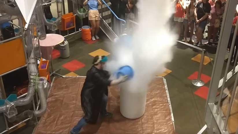 VIDEO: Un experimento con nitrógeno líquido provoca una explosión y desperfectos
