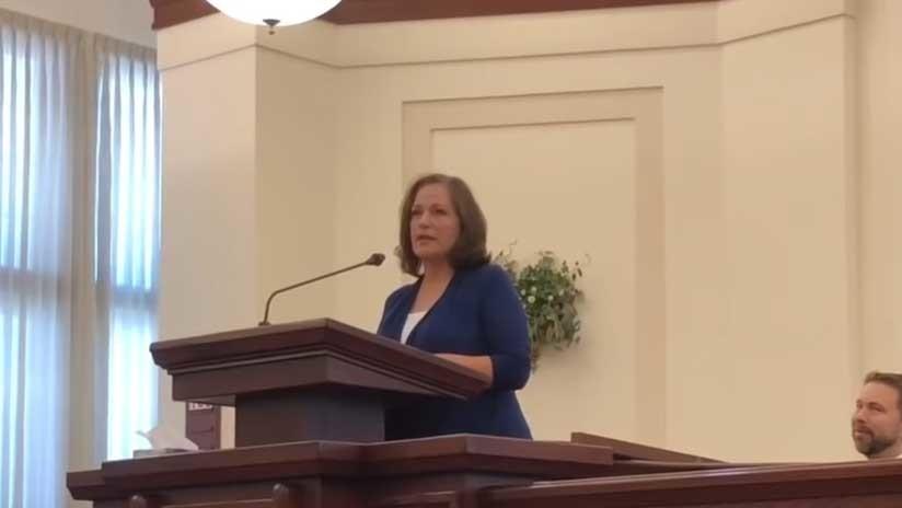 Una mujer interrumpe una misa para denunciar que fue violada por un líder mormón (VIDEO)