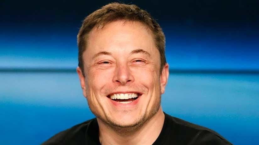 VIDEO: Elon Musk se fuma un porro de marihuana en plena entrevista