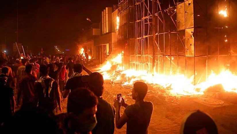 Manifestantes incendian el consulado iraní en la ciudad iraquí de Basora