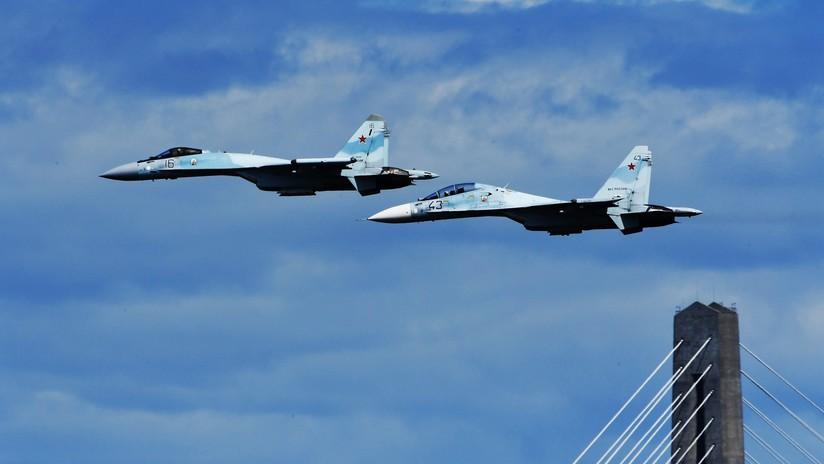 VIDEO: Un caza ruso Su-35S ejecuta acrobacias aéreas a una velocidad mínima