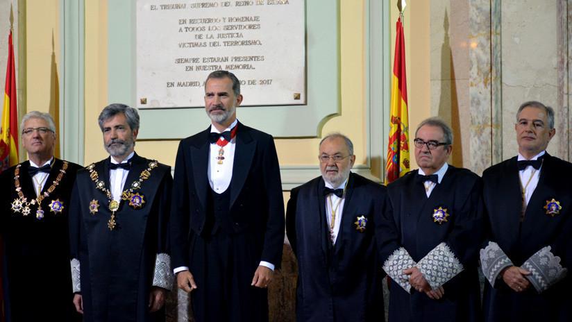 """""""Parece la Santa Inquisición"""": La foto de la Justicia española que indigna a la red"""