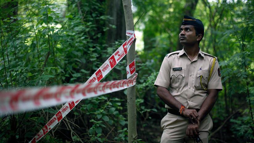 Un hombre decapita a su esposa y entra en una comisaría de la India sosteniendo su cabeza