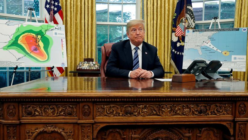 """Trump insta a """"no jugar"""" con el huracán Florence y a """"apartarse de su camino"""""""