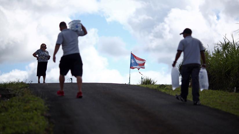 """Botellas de agua fueron """"olvidadas"""" en Puerto Rico y no llegaron a las víctimas del Huracán María"""