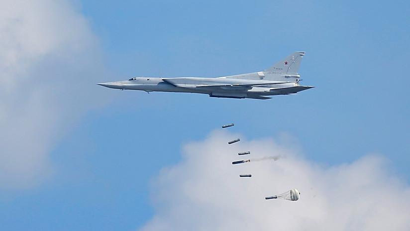Bombarderos rusos Tu-22M3 atacan objetivos potenciales durante las maniobras sin precedentes