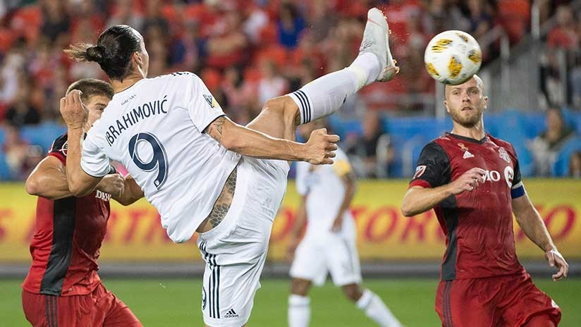 """""""Dios de los goles"""": Ibrahimovic marca su gol 500 con una impresionante acrobacia (VIDEO)"""