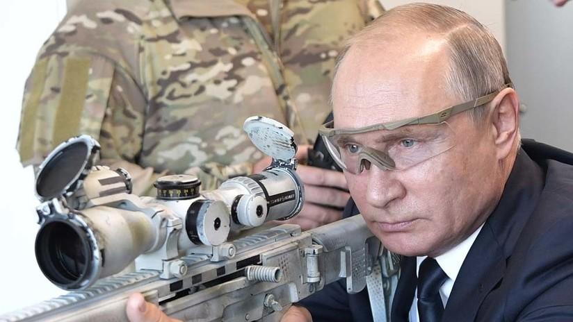 El presidente ruso dispara con un rifle de francotirador