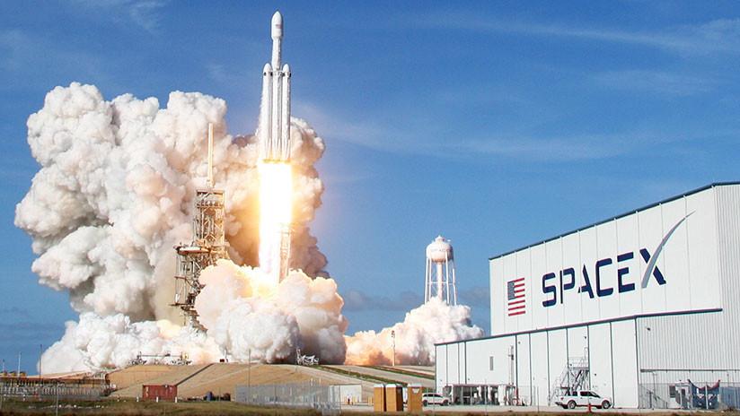 """La empresa espacial de Elon Musk no descarta lanzar misiles """"si es para la defensa del país"""""""