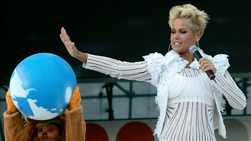 Un fan de la artista brasileña Xuxa muere nada más verla en persona (como predijo en Facebook)