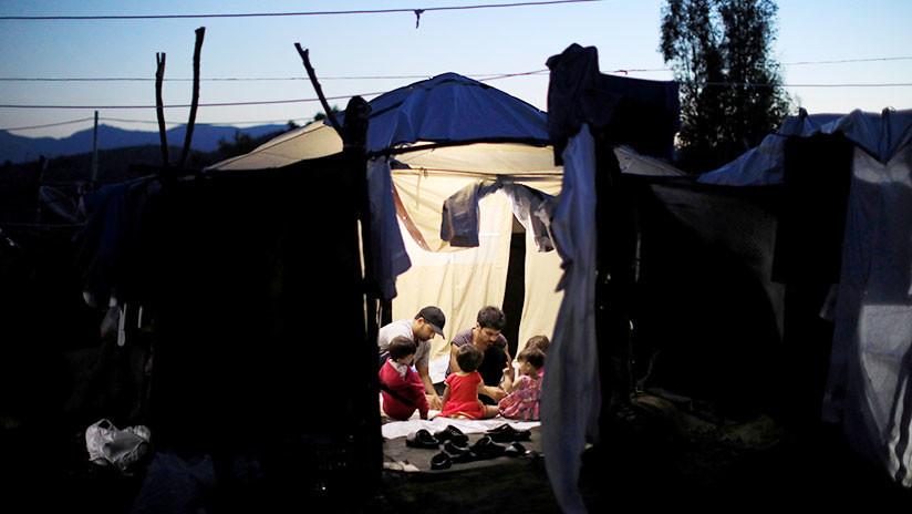 """""""Infierno en la Tierra"""": Violaciones y suicidios en un campo de refugiados griego"""