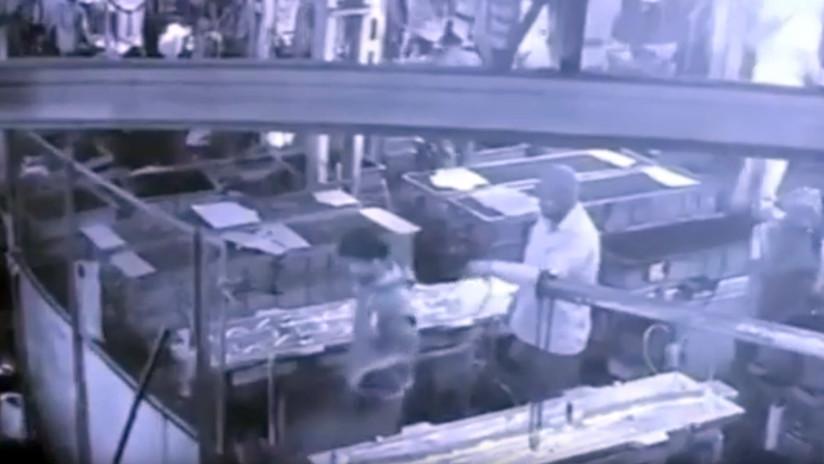 VIDEO: Un supervisor le gasta una broma mortal a un empleado con aire comprimido en su trasero