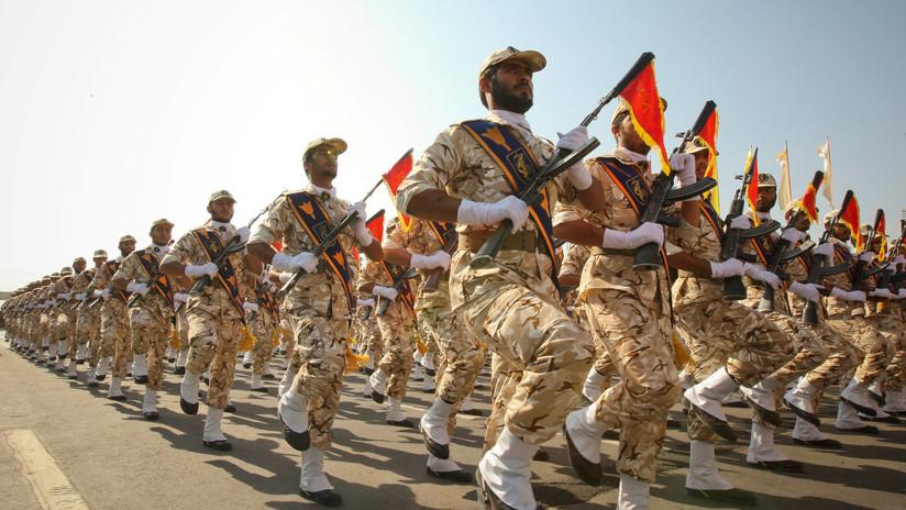 Momento exacto del atentado contra un desfile militar en Irán (VIDEO)
