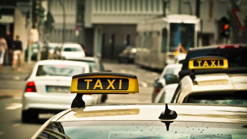 Chile: Un turista suizo queda en grave estado tras aferrarse a un taxi que se fugó con su equipaje