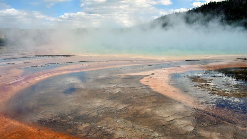 VIDEO, FOTO: Una fuente termal de Yellowstone entra en erupción tras estar 'adormecida' 14 años
