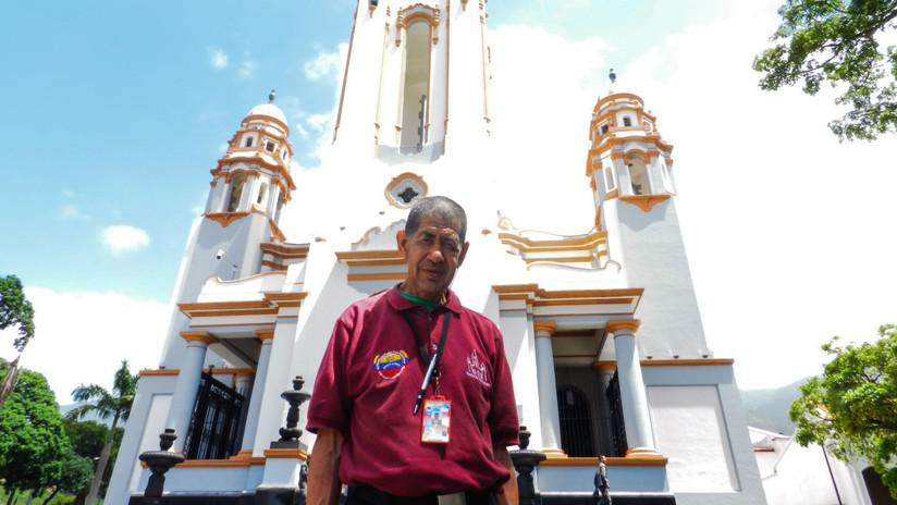 """La historia de un """"esclavo disimulado"""" que ahora es guía del Panteón de los Héroes en Venezuela"""