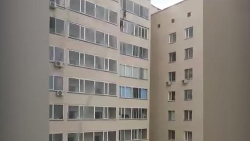 Niño cae de un décimo piso y sobrevive