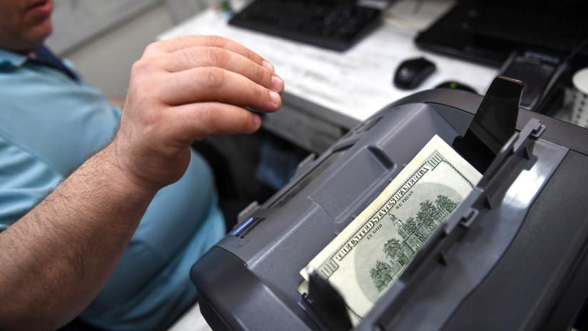 854b47fafadc Argentina  El dólar se ofrece a casi 42 pesos y la moneda local se deprecia