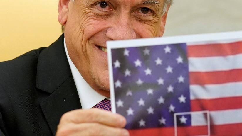 FOTO: Piñera muestra a Trump una imagen de banderas fusionadas de Chile y EE.UU. (pero es imposible)