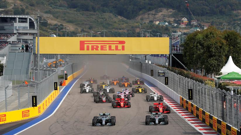 El británico Lewis Hamilton de Mercedes gana el Gran Premio de Rusia de Fórmula 1