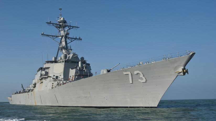 Un buque de guerra de EE.UU. navega cerca de las disputadas islas del Mar de la China Meridional