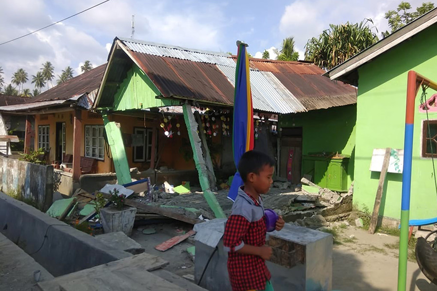 Indonesian City Palu Hit By Tsunami after Strong Earthquake (+Photos)