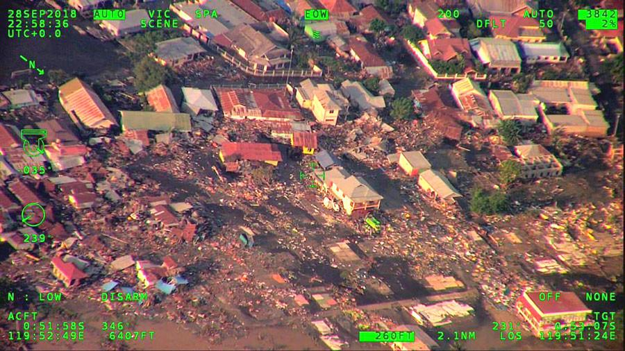 Llega ayuda internacional a Indonesia tras terremoto y tsunami