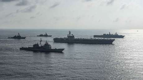Buques militares de Estados Unidos y Japón durante ejercicios conjuntos en el mar de la China Meridional, 31 de agosto de 2018
